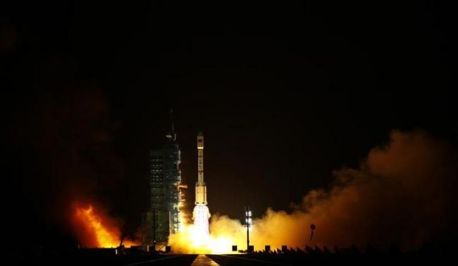 Chinese_Space_Station_Tiangong_1_Hit_Earth_Long_March_II-F_Rocket_2-647x423