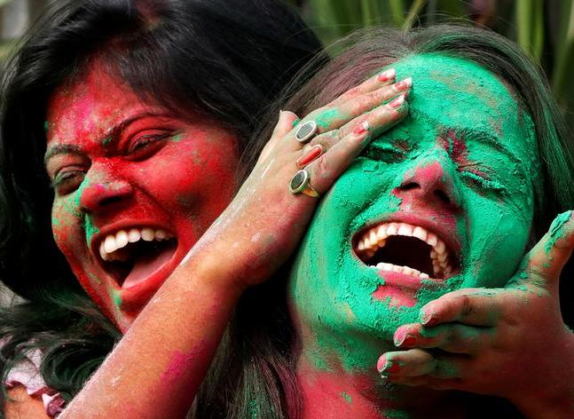 holi_red_and_green-5