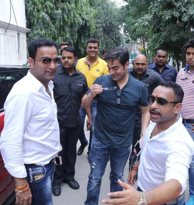Arbaaz Khan (centre) with Sonu Jalan (right in white shirt) in a picture from 2017. Thane police recovered this picture from Jalan.
