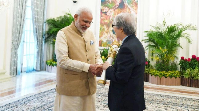 PM Modi grants Padma Shri to previous Singaporean Diplomat