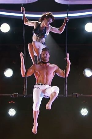 Couple Daring Trapeze Act Goes Wrong. Stun And Screams. Watch