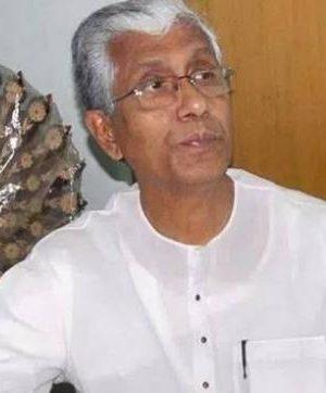 Tripura CM Manik Sarkar submits renunciation to representative in Agartala
