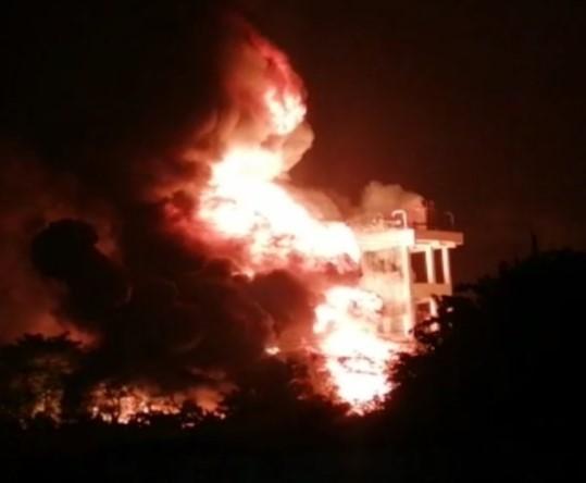 Visakhapatnam: Massive fire broke out in Pharma city Parawada
