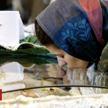 Serbia: Thousands mourn Patriarch Irinej amid Covid concerns