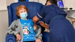 Coronavirus vaccine: Watch first UK citizen to receive Pfizer coronavirus vaccine  - CNN Video