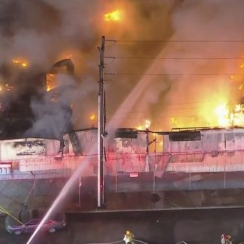 Firefighters put out large blaze at commercial building in North Hollywood
