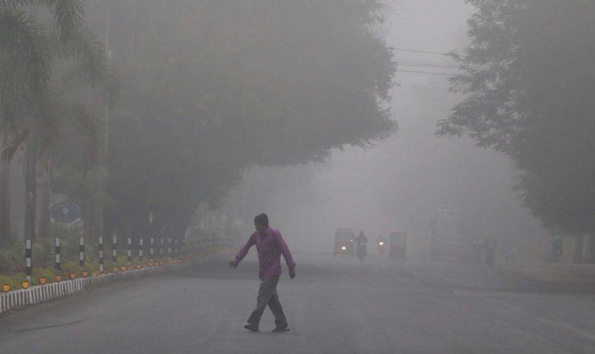 Foggy morning in Mumbai, drop in maximum temperature causes chill