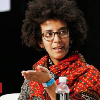 Timnit Gebru: Google staff rally behind fired AI researcher