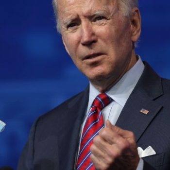 Click to play video 'Biden to ask all Americans to wear face masks for 100 days'