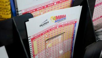 $900K Mega Millions ticket sold at Burbank liquor store; jackpot rises to $750M