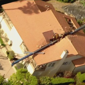 Crane collapses into Rancho Palos Verdes home