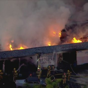 Crews put out fire at vacant auto repair facility in Pacoima