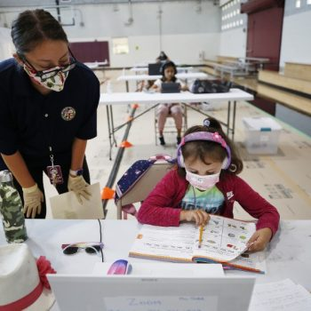 L.A. Unified to give employees $500 a month per child 5 and under to help pay for day care
