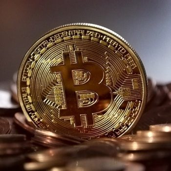 Bitcoin price jumps above 39K USD amid Amazon payment rumors