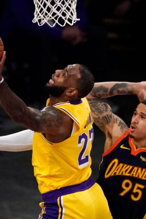 LeBron James' 3-pointer lifts Lakers over Warriors in Western Conference play-in game