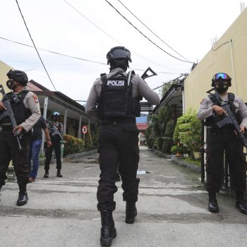 2 suspected IS-linked militants killed in central Indonesia