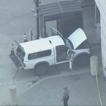 Man with knives, loaded guns in vehicle detained while trying to enter DTLA federal building: DHS