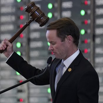 Texas House Speaker charters flight for Democrats to return to state