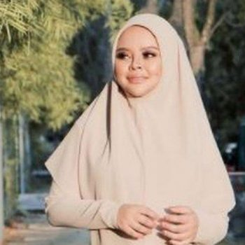 Malaysian singer dies of Covid days after giving birth